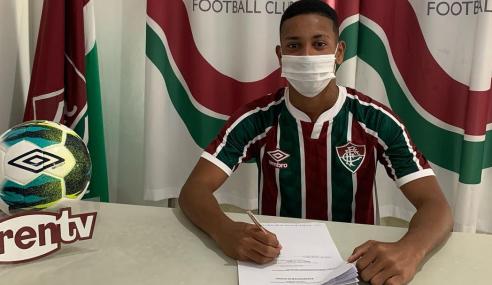 Fluminense assina contrato profissional com mais uma promessa do sub-17