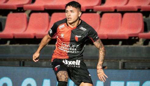 Meia argentino de 18 anos entra na mira do Flamengo