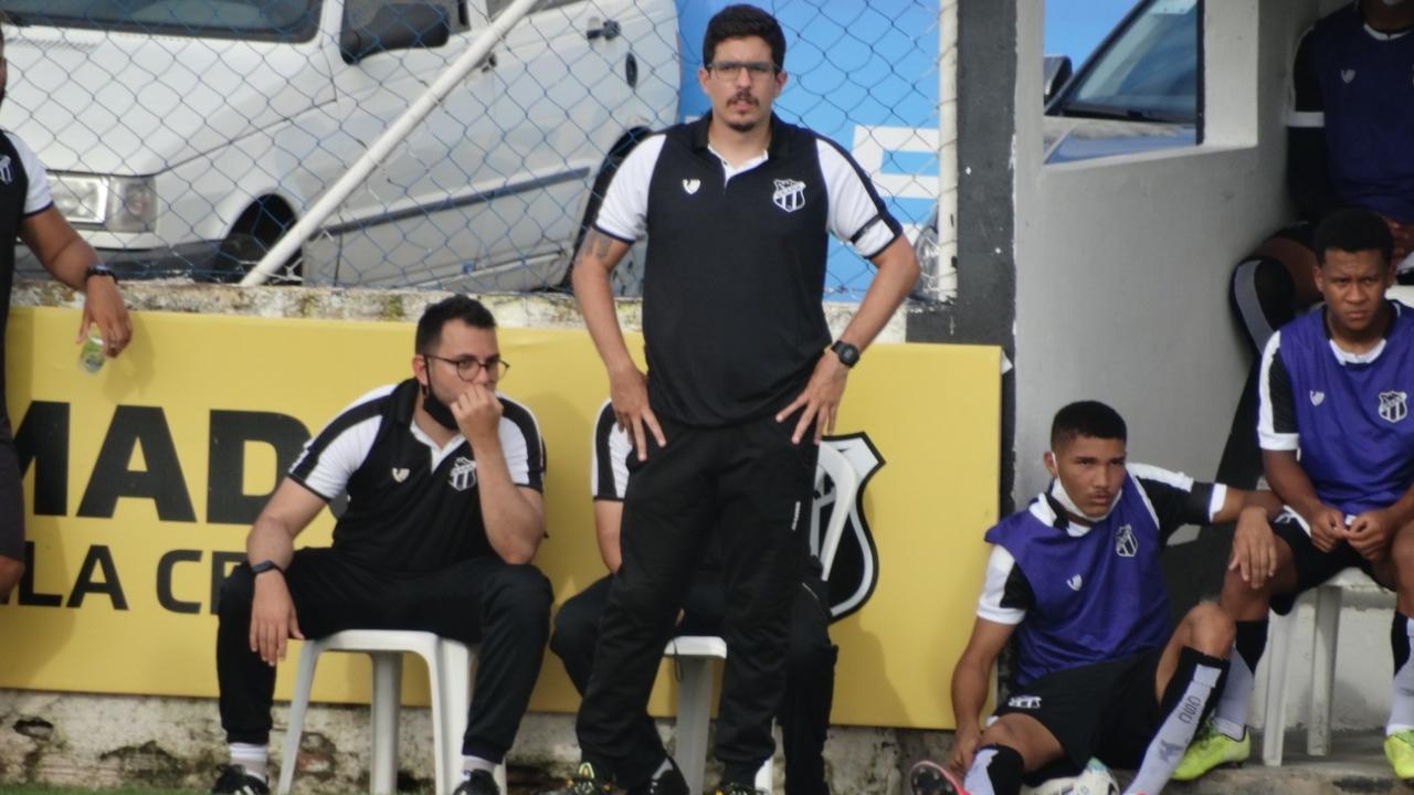 Álvaro Martins tira lições dos tropeços e mira confronto contra o Palmeiras