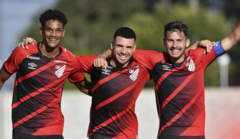 Athletico-PR impõe mais uma derrota à Chapecoense e segue 100% no Brasileirão Sub-17