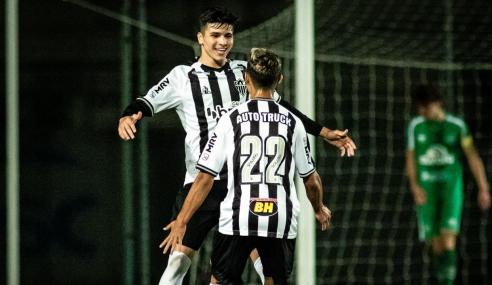 Isaac faz três e comanda goleada do Atlético-MG sobre a Chapecoense no Brasileirão Sub-17