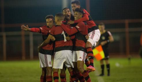 Flamengo vence Grêmio em jogo de sete gols e segue 100% no Brasileirão Sub-17