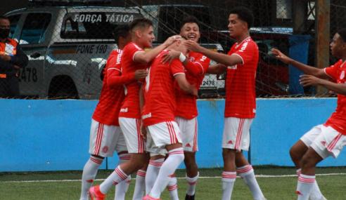 Com dois de Robert Taylor, Internacional derrota Santos pelo Brasileirão Sub-17