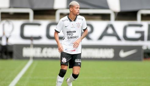 Corinthians amplia contrato do zagueiro João Victor