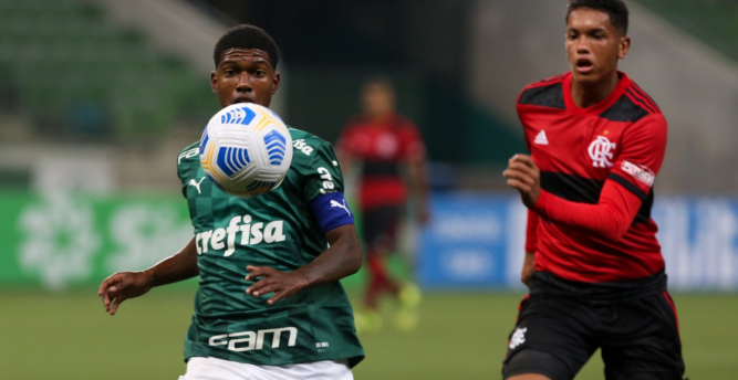 Flamengo aproveita expulsão e vence Palmeiras em jogo movimentado pelo Brasileirão Sub-17