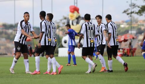 Atlético goleia Araguari e segue líder do grupo no Mineiro Sub-20