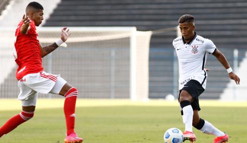 Corinthians e Internacional empatam em estreia no Brasileirão Sub-20