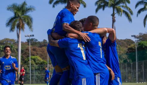 Cruzeiro goleia Serranense e mantém liderança do grupo no Mineiro Sub-20