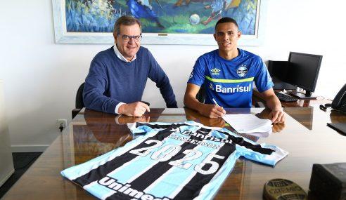 Grêmio renova contrato com Vanderson até 2025