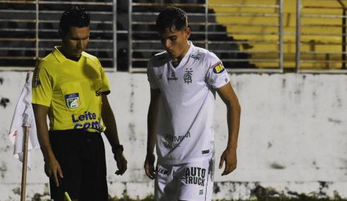 Brasil de Pelotas se aproxima de lateral-direito do América-MG
