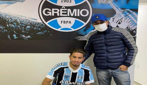Atacante de 17 anos assina pelo Grêmio até 2023