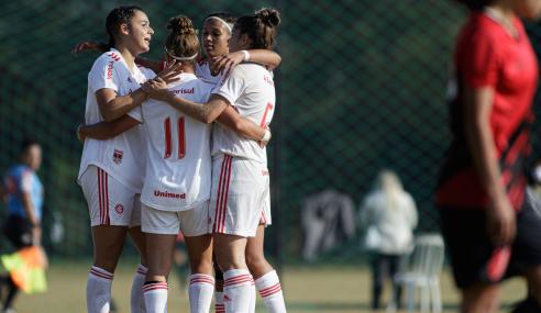 Internacional goleia Athletico-PR e vence a segunda no Brasileirão Feminino Sub-18