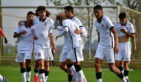 Corinthians derrota Chapecoense, mas não consegue classificação no Brasileirão Sub-17
