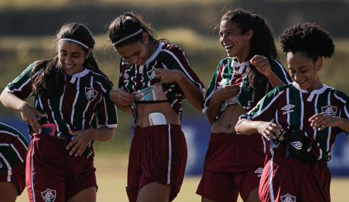 Fluminense vira sobre o Cuiabá e segue na cola do Flamengo no Brasileirão Feminino Sub-18