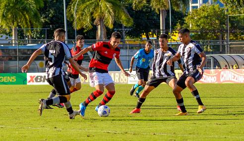 Com gol de Gabriel Noga, Flamengo vence Botafogo pelo Brasileirão Sub-20