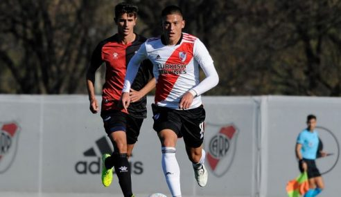 Goleiro falha e River Plate perde em casa em debut no Argentino de Aspirantes