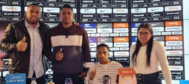 Corinthians contrata fenômeno da internet