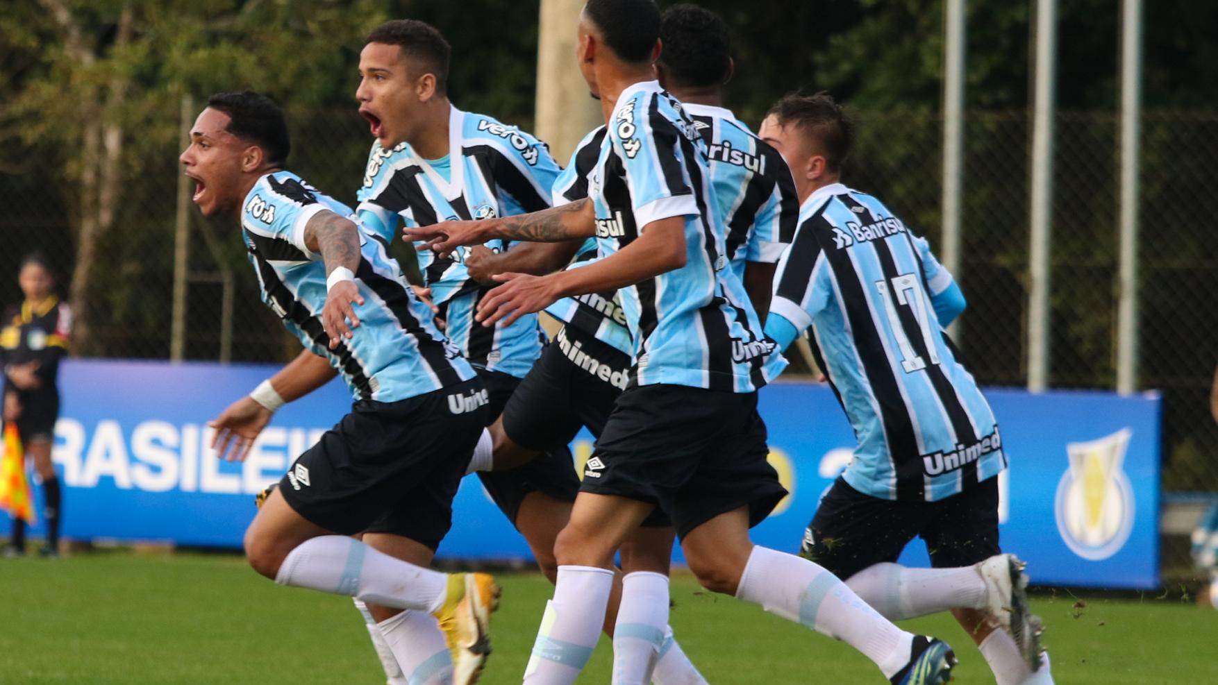 Nos acréscimos, Grêmio marca dois e vence Fortaleza pelo Brasileirão Sub-20