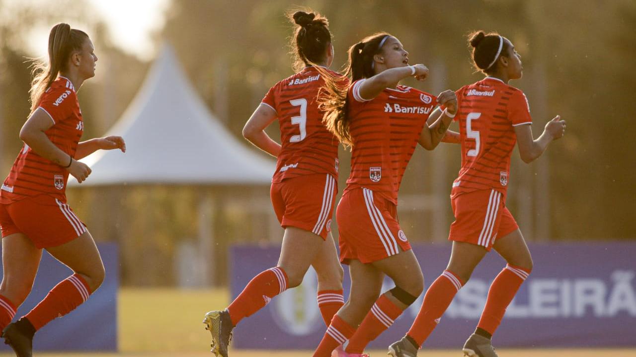 Milena faz três, Inter vence América-MG e lidera grupo no Brasileirão Feminino Sub-18