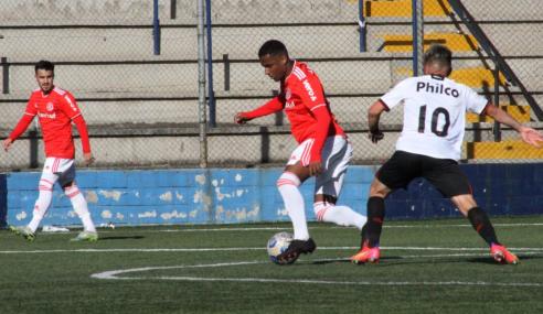 Com um a mais, Internacional arranca empate do Athletico-PR pelo Brasileirão Sub-20