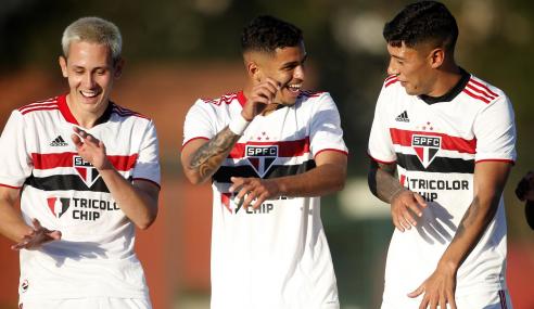 São Paulo goleia Bahia e dispara na liderança do Brasileirão Sub-20