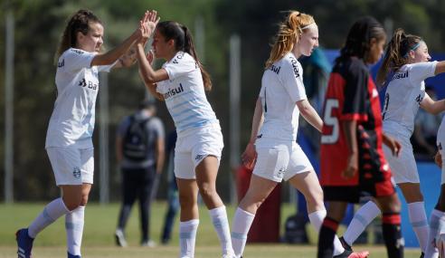 Grêmio leva susto, mas bate Vitória e segue 100% no Brasileirão Feminino Sub-18