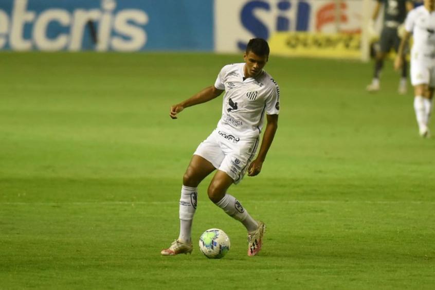 Após empréstimo ao Coritiba, Tailson volta ao Santos