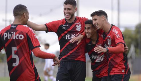 Athletico-PR vence Fluminense e iguala São Paulo na ponta do Brasileirão Sub-20