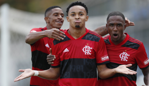Em jogo de seis gols, Flamengo bate Fluminense e sobe no Brasileirão Sub-20