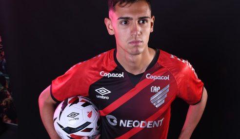 Athletico-PR oficializa contratação de zagueiro ex-São Paulo