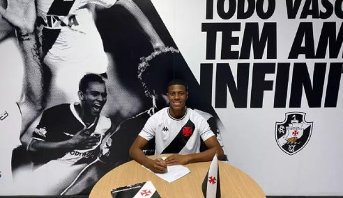 Meia do sub-17 do Vasco assina primeiro contrato profissional