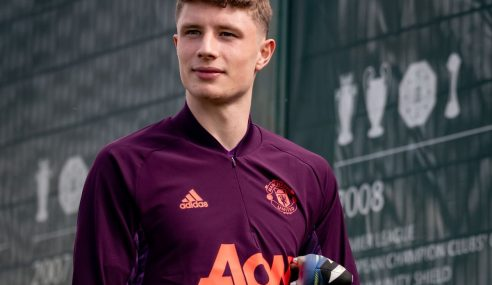 Manchester United-ING empresta jovem zagueiro