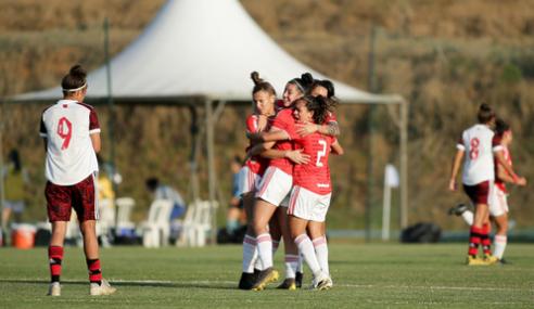 Internacional aproveita bobeada e vence Flamengo pelo Brasileirão Feminino Sub-18