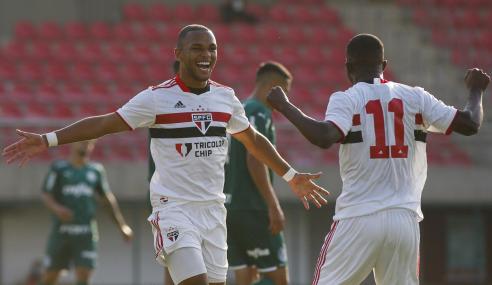 São Paulo leva susto, mas vence Palmeiras e segue isolado na ponta do Brasileirão Sub-20