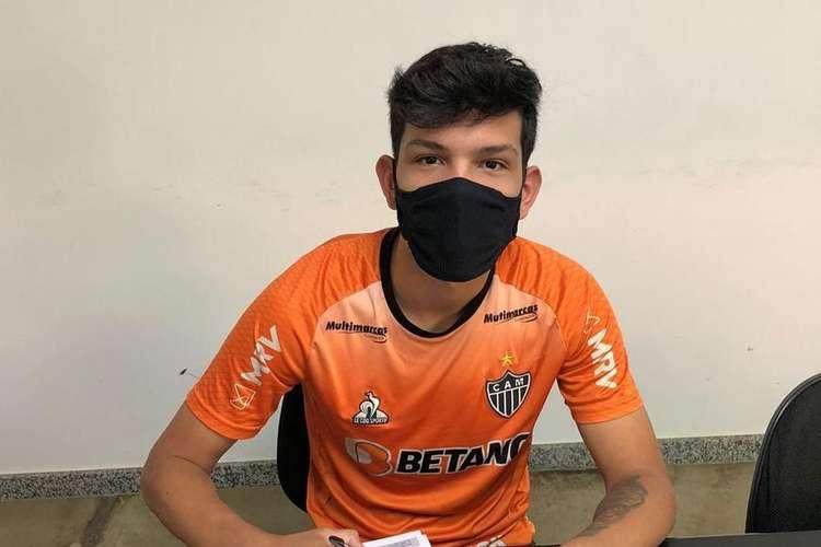 Atlético-MG contrata sobrevivente de incêndio no CT do Flamengo