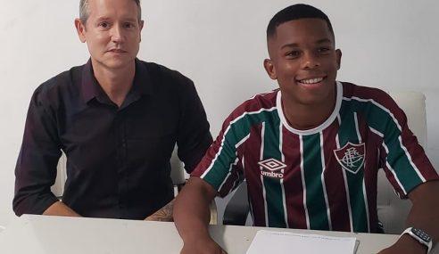 Fluminense assina primeiro contrato profissional com meia do sub-17