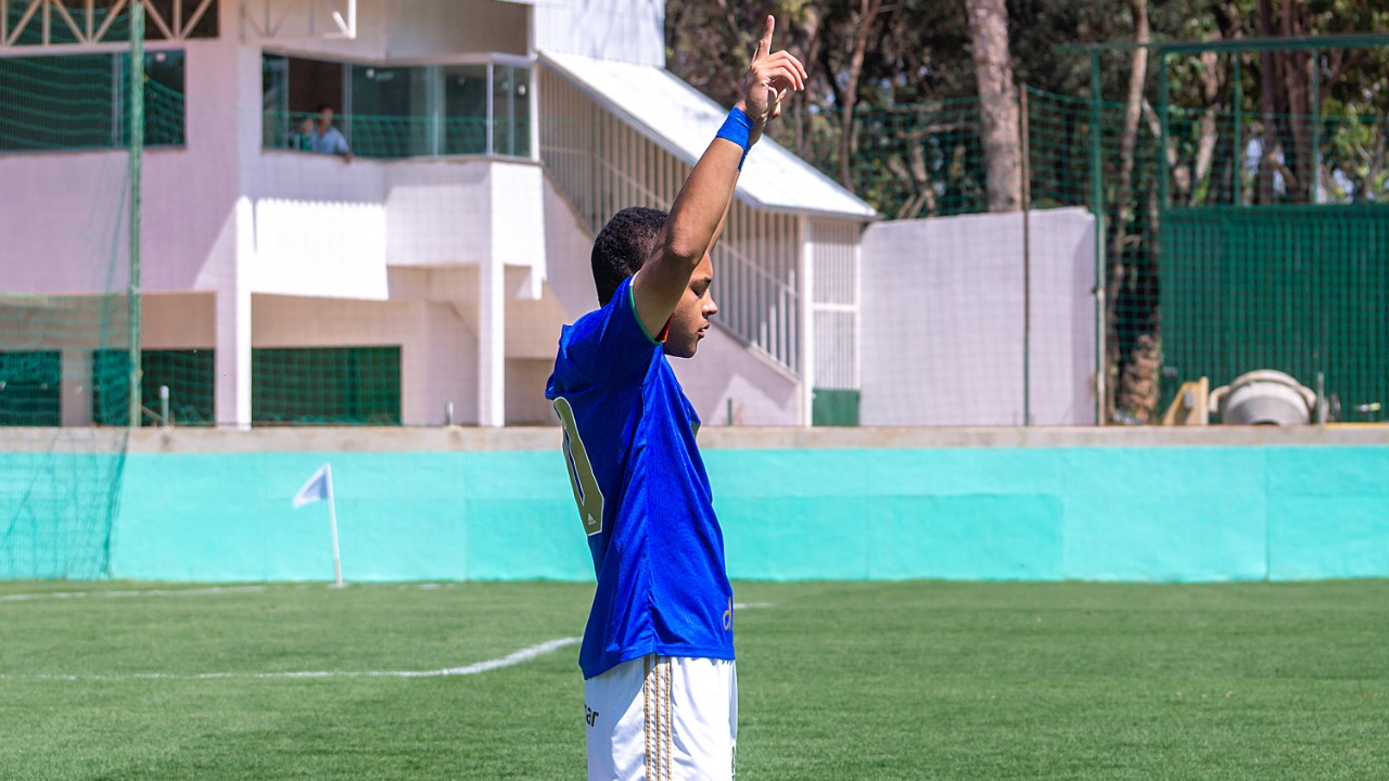 Com três de Vitor Roque, Cruzeiro goleia Athletic pelo Mineiro Sub-17