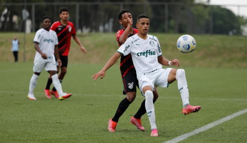 Palmeiras marca no fim, evita pênaltis e elimina Athletico-PR da Copa do Brasil Sub-17