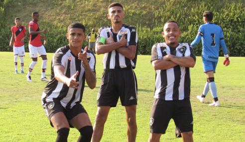 Botafogo derrota Atlético-GO e fica perto das quartas do Brasileirão Sub-20