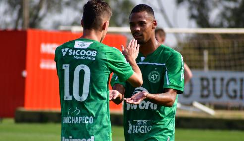 Chapecoense vence e impõe terceira derrota seguida ao Athletico-PR no Brasileirão Sub-20