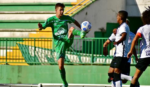 Corinthians vira sobre Chapecoense e cola no G-8 do Brasileirão Sub-20