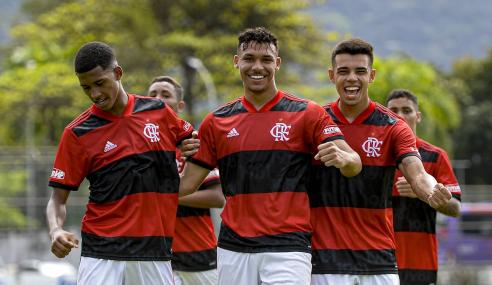 Com show de Victor Hugo, Flamengo volta a golear Gama e avança na Copa do Brasil Sub-17