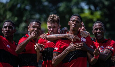 Flamengo vence e tira São Paulo da liderança do Brasileirão Sub-20