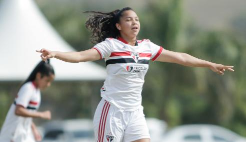 Giovaninha brilha e São Paulo goleia Internacional pelas semifinais do Brasileirão Feminino Sub-18