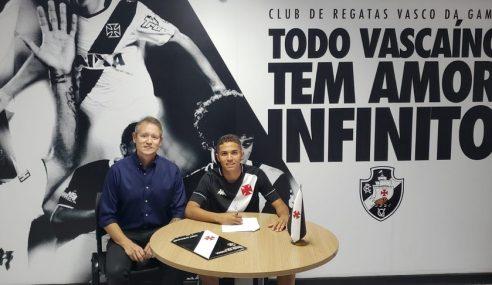 Vasco assina primeiro contrato profissional com destaque do time sub-17