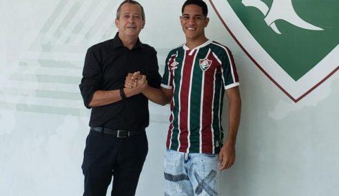 Fluminense exerce opção de compra de meia-atacante