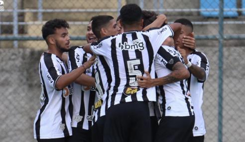 Zagueiros decidem, Atlético-MG bate Botafogo e avança no Brasileirão Sub-20