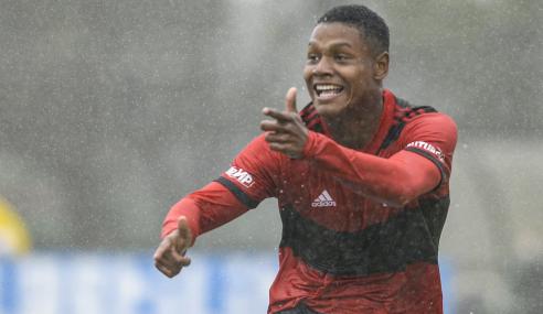 Flamengo arrasa Palmeiras e põe o pé na final da Copa do Brasil Sub-17