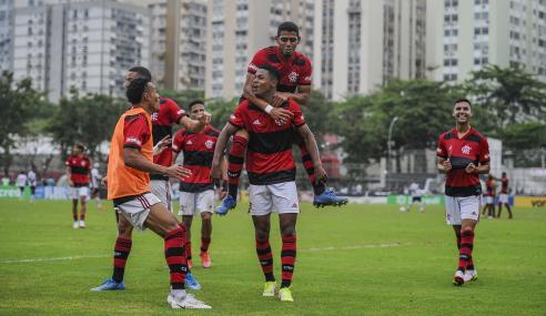 Matheus França decide em dois minutos e Flamengo elimina Vasco do Brasileirão Sub-20