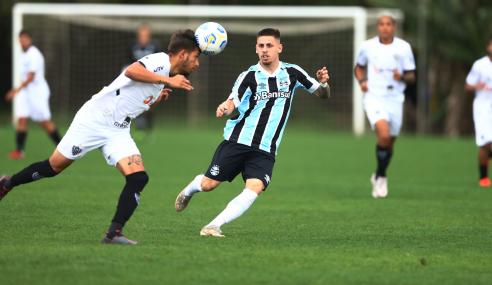 Atlético-MG vira sobre Grêmio, se classifica e dorme na ponta do Brasileirão Sub-20